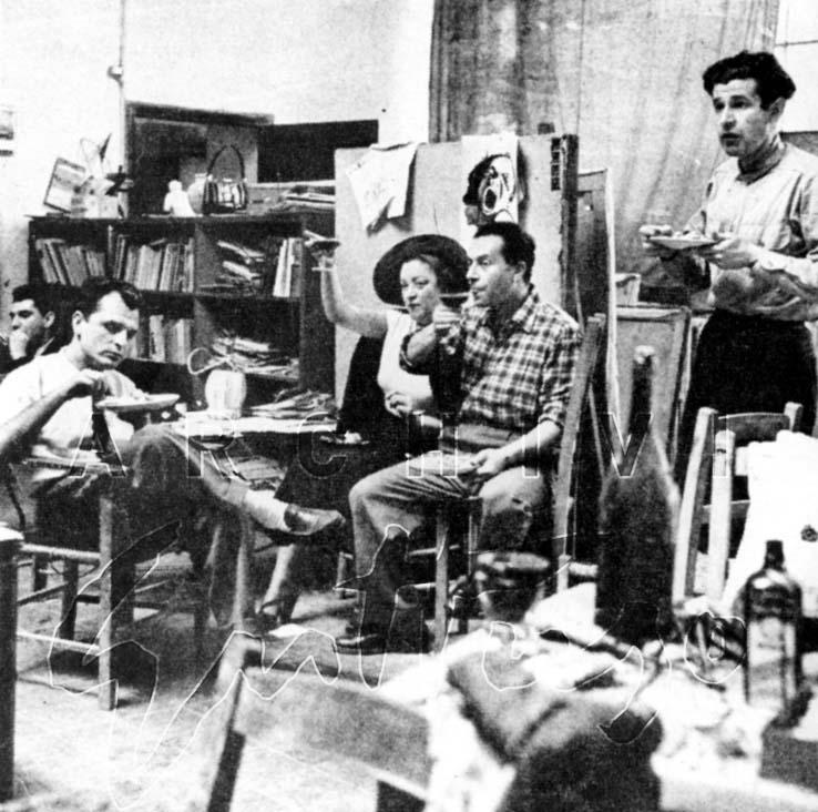 Antonello Trombadori, Mimise, Renato Guttuso, Giulio Turcato nello studio di via Pompeo Magno, Roma, 1941