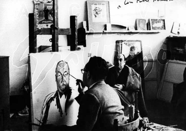 Renato Guttuso mentre dipinge Pablo Neruda nello studio di Villa Massimo, foto Antonello Trombadori, Roma, 1954